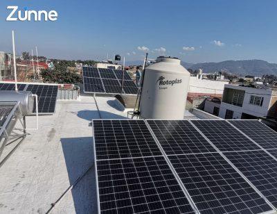 tienda-con-paneles-solares